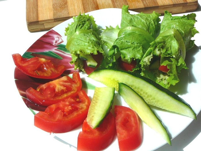 сыроедные рулетики с овощами