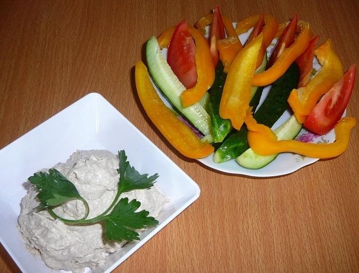 сыроедный соус сациви и овощи к нему